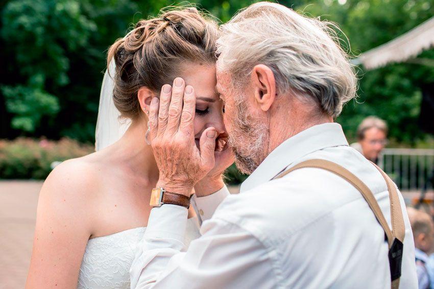 Разведенные родители на свадьбе: что делать